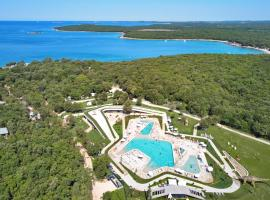 Camping Homes Mon Perin, holiday park in Bale