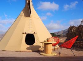 Casa La Paz-Teepee Costa, glamping site in Tindaya