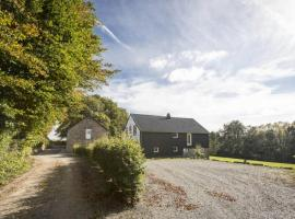 Superb 4 br house. pool / sauna in the Fagnes, hotel with pools in Thirimont