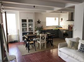 Big family house in the Center of el port de la selva, villa in Port de la Selva