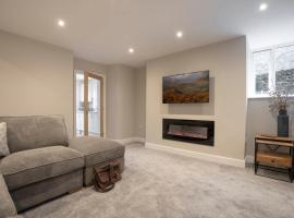 Ferndale Hideaway - 1 Bedroom Spacious Apartment - Central Ambleside - Parking, apartment in Ambleside