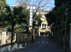Divina House B&B, bed & breakfast a Sorrento