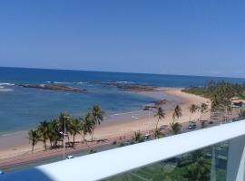 Flat Smart Itapoan - Em frente a praia., hotel with jacuzzis in Salvador