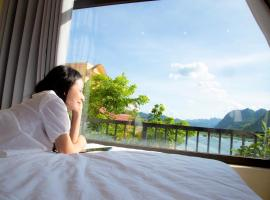 Phong Nha Coco Riverside, hotel in Phong Nha