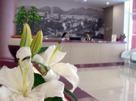 Sky 2 Hotel, hotel en Tirana