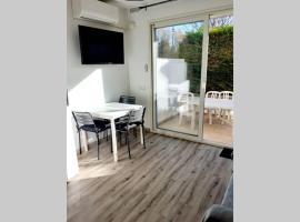 T2 Rez de chaussée climatisé jardin parking privé, hotel near Casino Balaruc-Les-Bains, Balaruc-les-Bains
