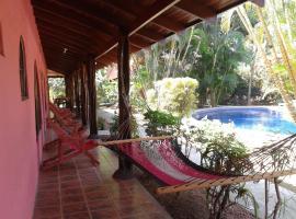Hotel El Paraiso Escondido - Costa Rica, hotel in Jacó