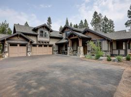 Caldera Luxury Lodge, villa in Sunriver