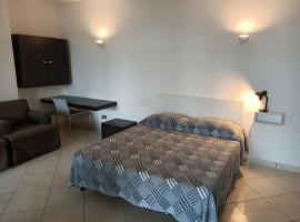 MONOLOCALE FRONTE MARE, hotel in Savona