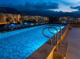 York Luxury Suites Medellin, hotel cerca de Aeroparque Juan Pablo II, Medellín