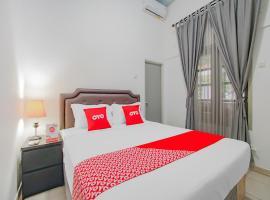 OYO 3371 Omah Saras Family, hotel near Taman Krida Budaya Jawa Timur, Malang