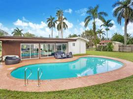 Lux Modern 4 BR with Pool, Cinema-Room & Bar Area!, villa in Miami