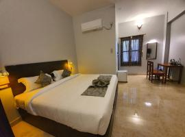 Le Supreme Inn (the lap of luxury), hotel in Pondicherry