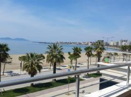 LUXURY SEAFRONT APARTMENT 2, hotel in Vlorë