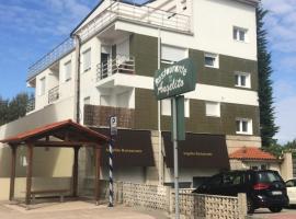 Apartamentos Angelito, hotel en Playa América