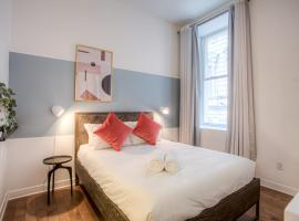 Bright & Cozy Condo in Old Montreal Netflix, budget hotel in Montreal