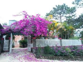 Hoa Dat Guesthouse, homestay in Da Lat