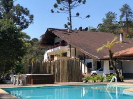Hotel Casa Alpina, hotel near Cachoeira do Escorrega, Núcleo Mauá