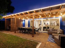 URBANO.LIFE - CASA AZUL VILLA 2, villa in Fort Lauderdale