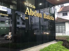 Apto central, AR, Smart TV, cozinha, hotel in Joinville