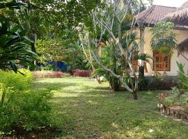 Lendang Garden House 5 Minutes To The Beach, apartment in Mangsit