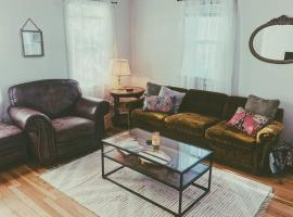 Cozy Boho Bungalow Near Downtown, vacation rental in Rapid City