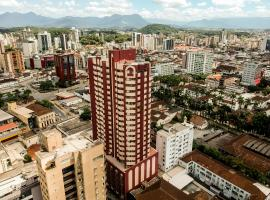 Apt com cozinha, ar, piscina, sauna, centro Joinville, 30 min das praias, apartment in Joinville