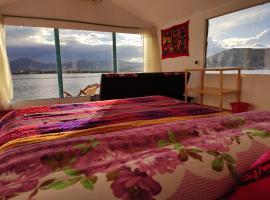 Uros Quechua`s Lodge Titicaca, hotel in Puno