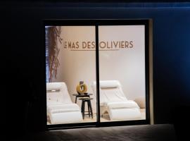 Le mas des oliviers: Gite de charme , propriété privée d 'exception au cœur des Cévennes, hotel with jacuzzis in Alès