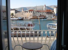 Villa Tudor, hotel in Trogir