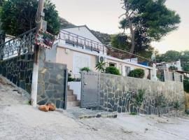 On-the-Hill apartment, pet-friendly hotel in Porto Rafti