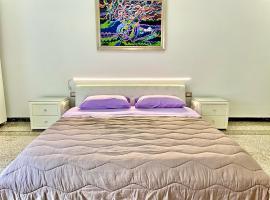 Camera Matrimoniale privata in appartamento condivisibile, holiday home in Salerno