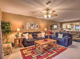 First-Floor Condo with Patio, 1 Mi to 76 Strip!, villa in Branson