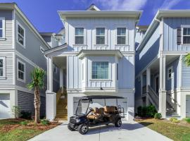 *** New 5 Bed/4 Bath Home with Elevator, Private Pool, & 6-Seater Golf Cart ***, villa in Hilton Head Island
