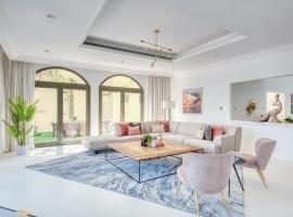 Stella Stays Spectacular 4 BDR Palm Villa Beach Private Pool, villa in Dubai