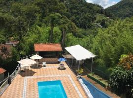 Pousada monte libano, hotel with pools in Petrópolis