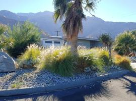 Windy Cove Oasis - Private Mountain-View Hot Tub home, vacation rental in Palm Springs