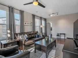 Downtown Flat with Riverwalk Access and Resort Style Pool, vacation rental in San Antonio