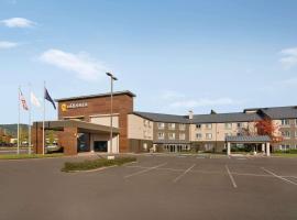 La Quinta Inn & Suites by Wyndham Springfield, hotel in Springfield