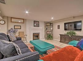 Kansas City Apt - 6 Mi to Arrowhead Stadium!, vacation rental in Kansas City