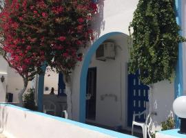 Anna Maria Rooms Santorini, hotel in Perissa