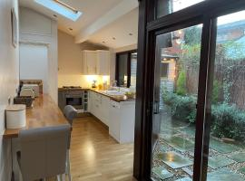 Stable Cottage Lytham, pet-friendly hotel in Lytham St Annes