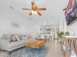 Beachside Suite, Newly Renovated, Steps to the Sand, Relax and Unwind!, apartment in St. Augustine