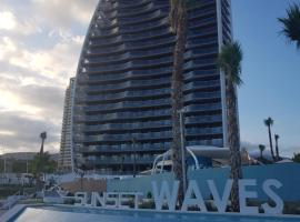 ROMERO APARTMENTS-SUNSET WAVES-BENIDORM, hotel con jacuzzi en Benidorm