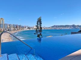 Luxury Apartment with pool by Poniente beach, hotel con jacuzzi en Benidorm