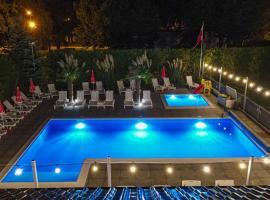 Pod Winogronem Palmy, 2 baseny, Śniadania, hotel in Pobierowo
