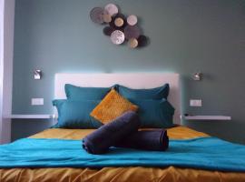 Le bourget - Suite romantique avec jacuzzi, hotel with jacuzzis in Narbonne