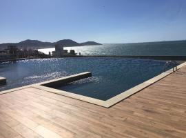 apartamento design com piscina e vista espetacular, apartamento em Florianópolis