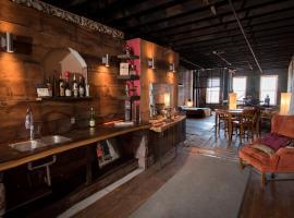 Jordan's Warehouse & Boat Bar, vacation rental in Saint Louis