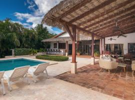 Villa Flamboyanes in Casa de Campo with maid, hotel with pools in La Romana
